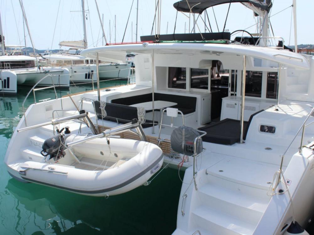 Catamaran à louer à Seget Donji au meilleur prix
