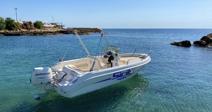 Louer Bateau à moteur avec ou sans skipper Ta.ma.re à Avola