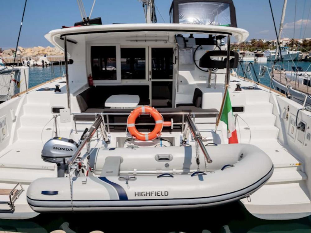 Location bateau Capo d'Orlando pas cher Lagoon 40