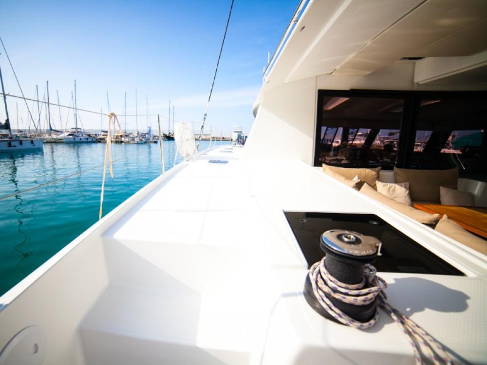 Location bateau Fountaine Pajot Saba 50 à Capo d'Orlando sur Samboat