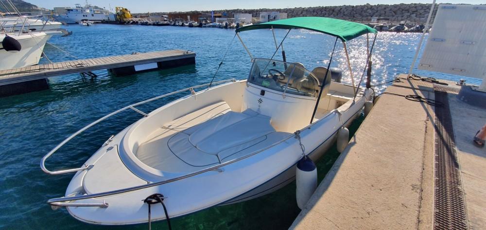 Location bateau Marseille pas cher Cap Camarat 625
