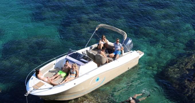 Louer Bateau à moteur avec ou sans skipper Pacific Craft à Sainte-Maxime