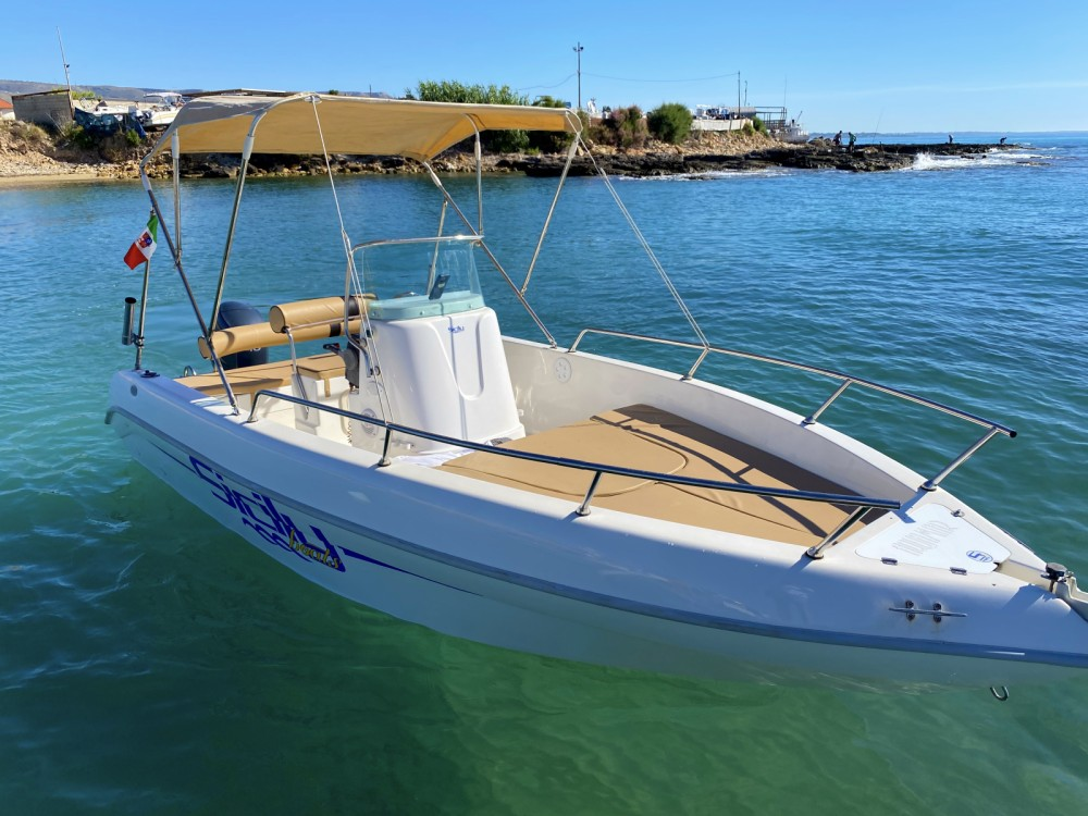 Louer Bateau à moteur avec ou sans skipper Aquamar à Avola