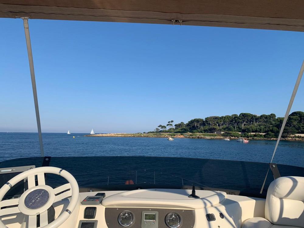Louer Bateau à moteur avec ou sans skipper Azimut à Fréjus