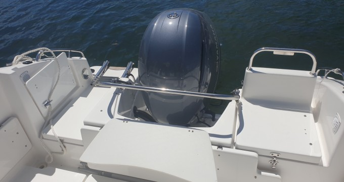 Location bateau B2 Marine CAP FERRET 752 CRUISER à Gruissan sur Samboat