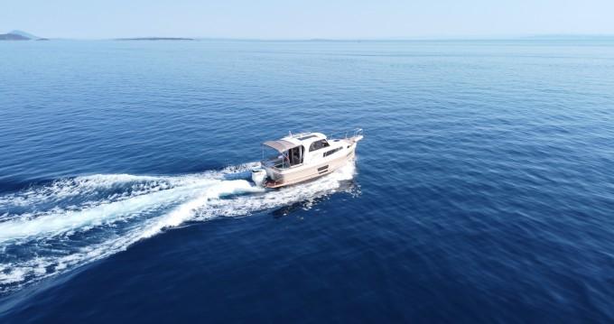 Louer Bateau à moteur avec ou sans skipper Leidi à Veruda