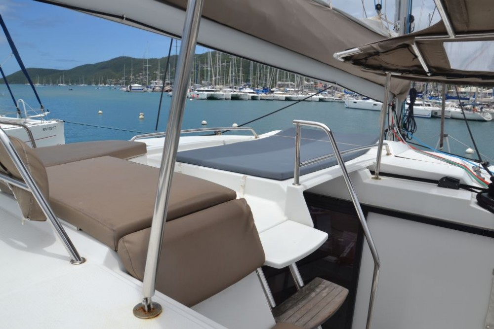 Location Catamaran à Saint-Martin (France) - Fountaine Pajot Helia 44