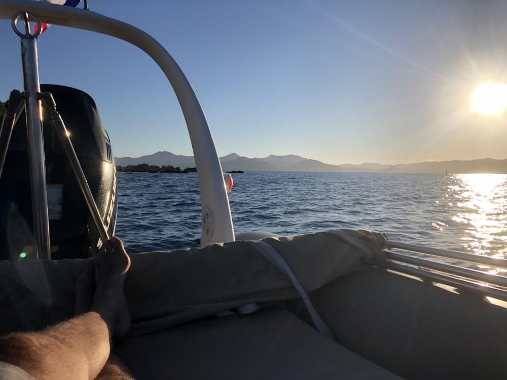 Louer Semi-rigide avec ou sans skipper Zodiac à Cannes