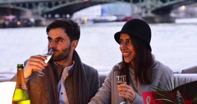 Location bateau Paris pas cher Party barge