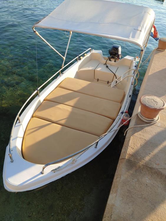 Location bateau pasara 430 6 à Stara Novalja sur Samboat