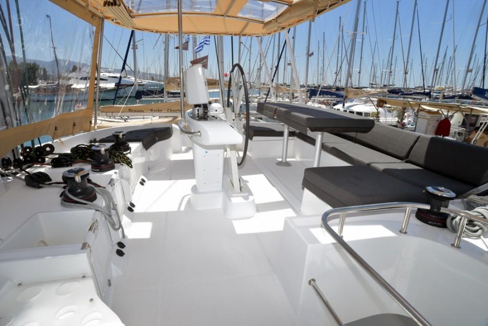 Location bateau Laurion pas cher Lagoon 52
