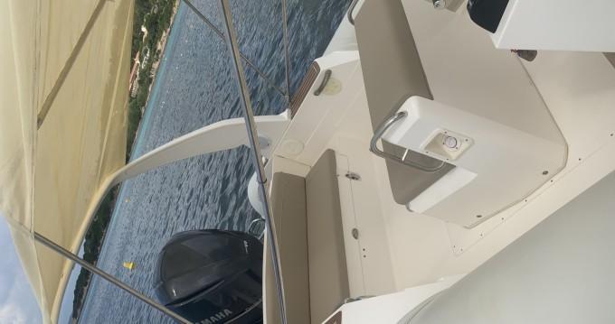 Louer Semi-rigide avec ou sans skipper Capelli à Coti-Chiavari