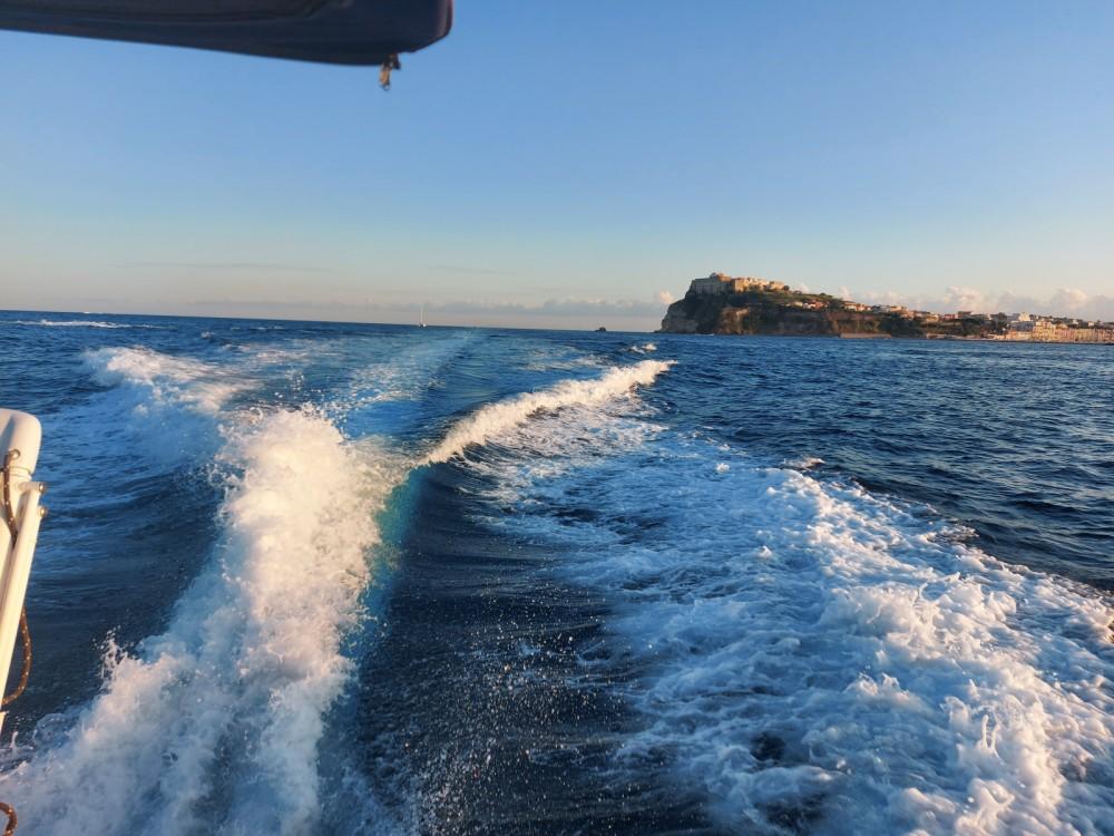 Sessa Marine Dorado 32 entre particuliers et professionnel à Monte di Procida