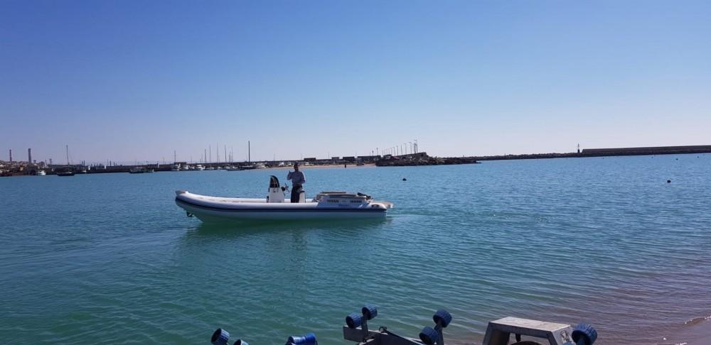 Louer Semi-rigide avec ou sans skipper Noah à Licata