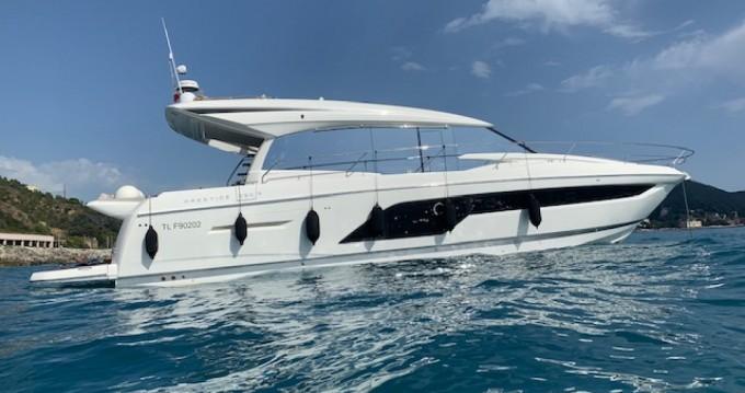 Louez un Prestige 590 s line à Port Grimaud