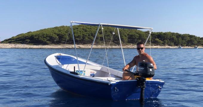 Louer Bateau à moteur avec ou sans skipper Pasara à Hvar