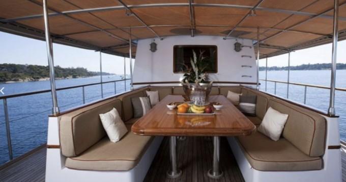 Location Yacht à Marseille - CNE 105