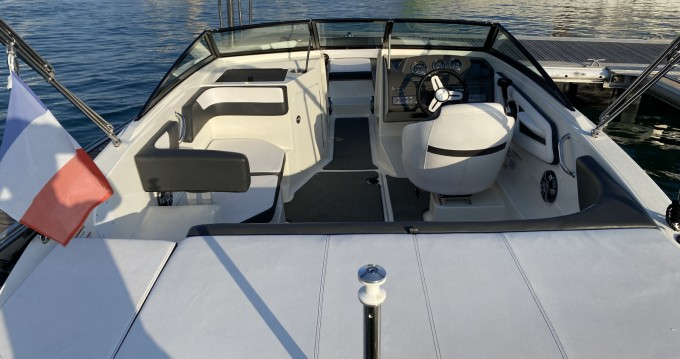 Louez un Sea Ray SPX 190 OB à Antibes
