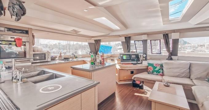 Location Catamaran à Eden Island - Fountaine Pajot Saba 50