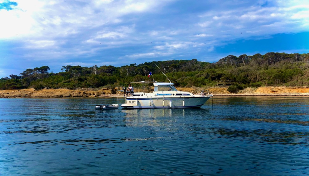 Louer Bateau à moteur avec ou sans skipper Nimbus à Toulon