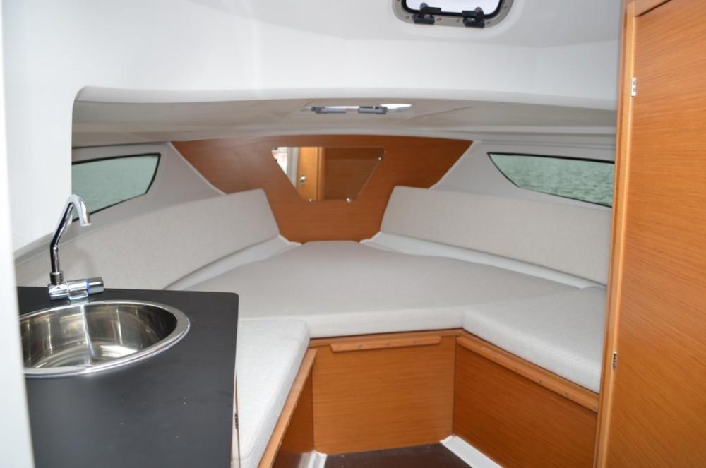Louer Bateau à moteur avec ou sans skipper Jeanneau à La Trinité-sur-Mer