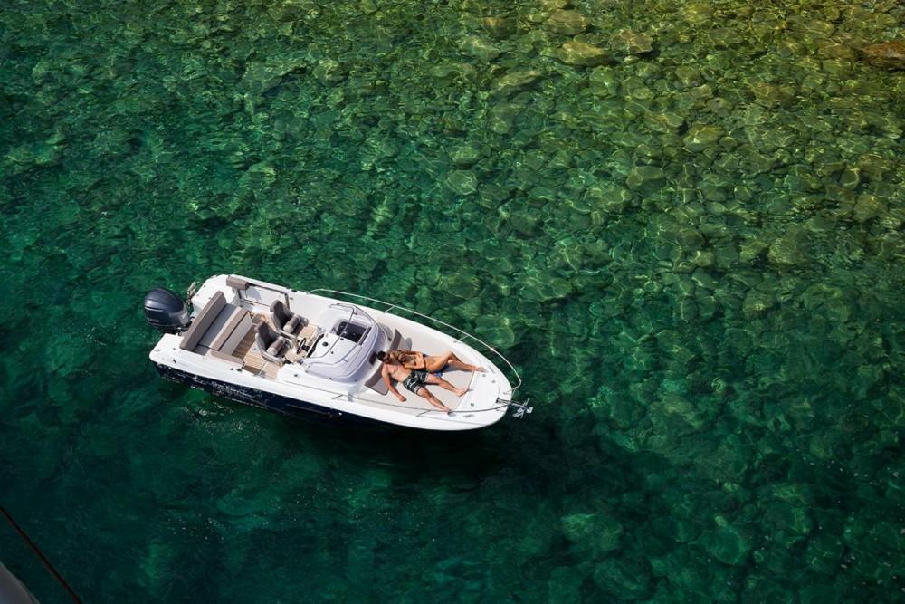 Location bateau La Trinité-sur-Mer pas cher Cap Camarat 7.5 WA