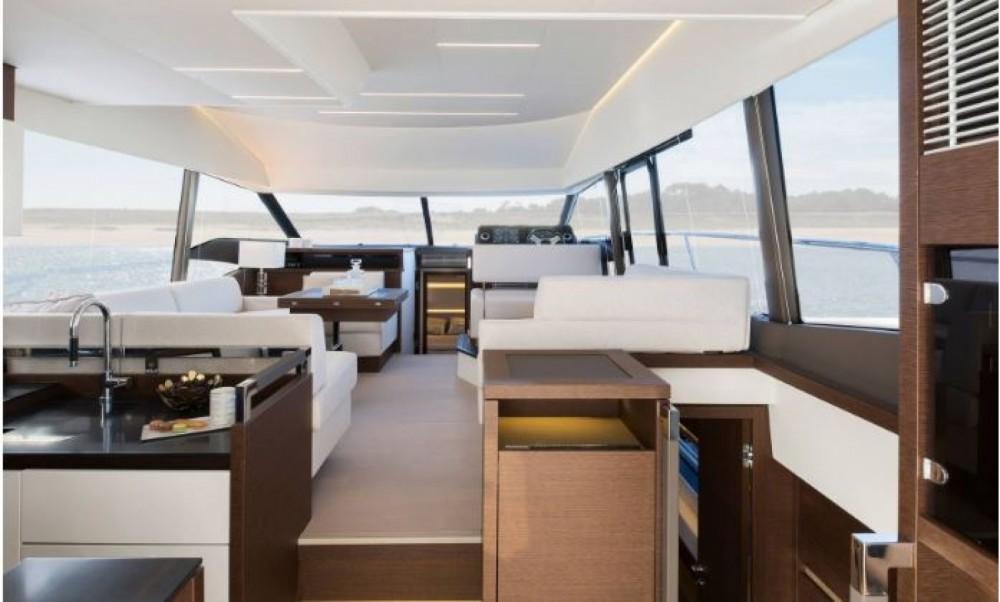 Prestige Prestige 520 Fly entre particuliers et professionnel à La Trinité-sur-Mer