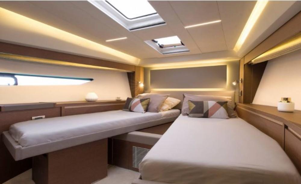 Location bateau La Trinité-sur-Mer pas cher Prestige 520 Fly