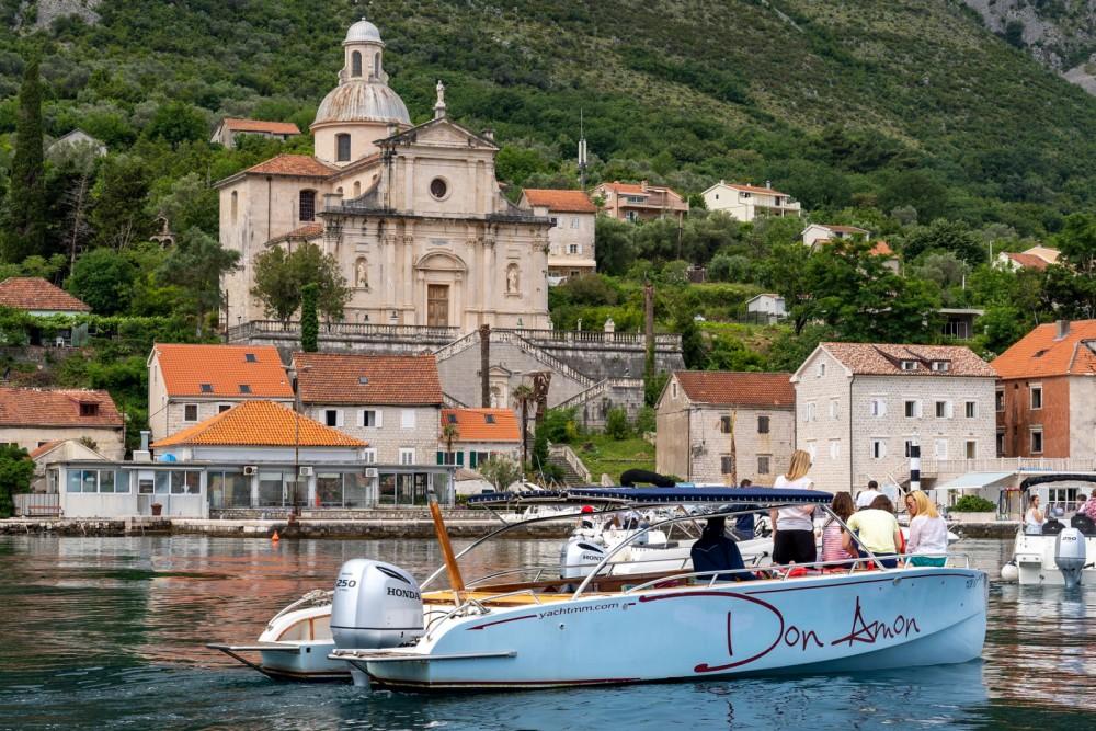 Louer Bateau à moteur avec ou sans skipper handmade à Kotor