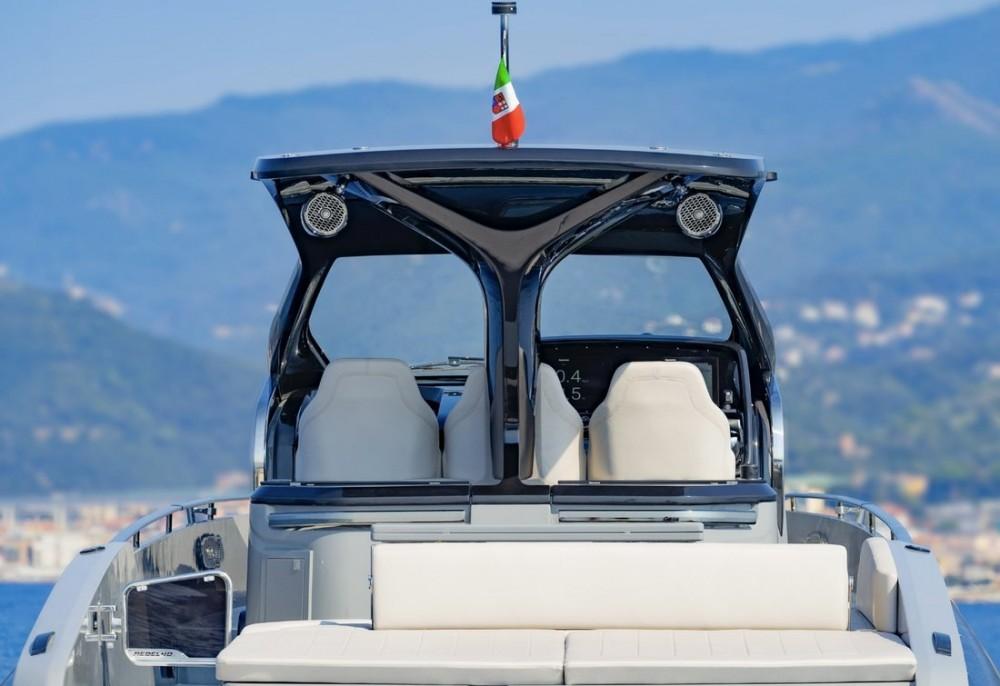 Bateau à moteur à louer à Marina Naviera Balear au meilleur prix