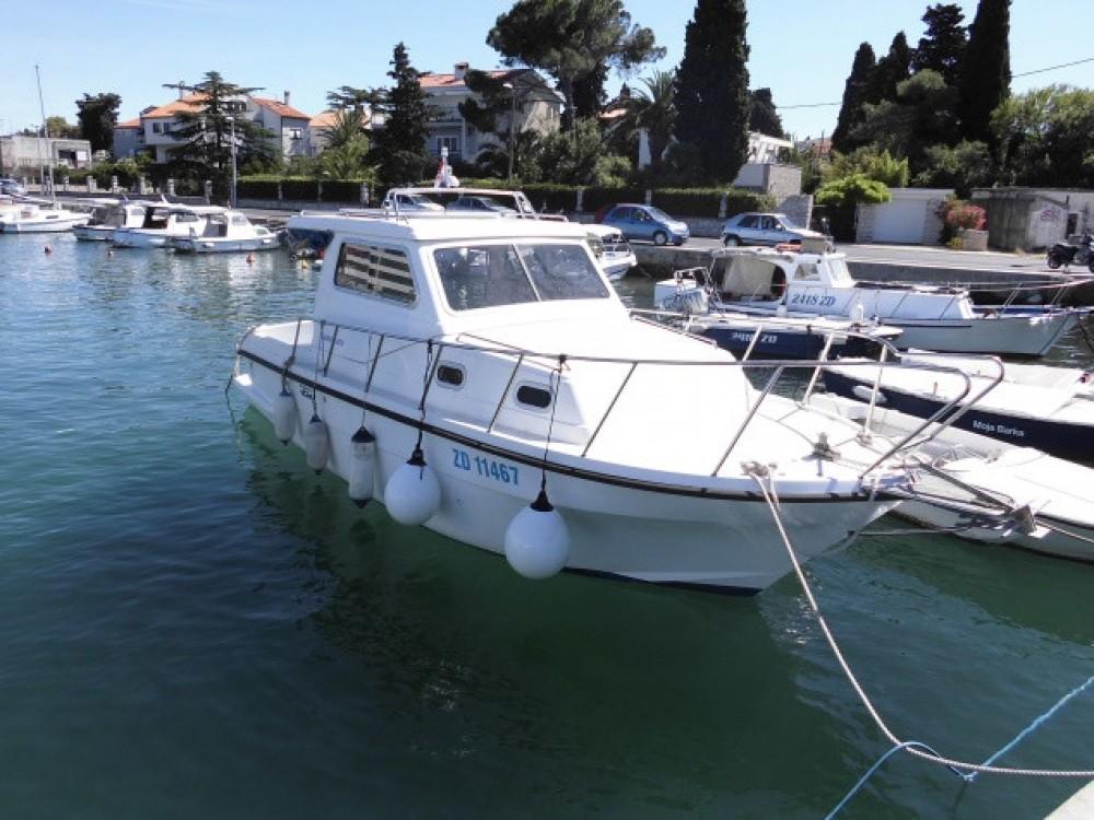 Bateau à moteur à louer à Grad Zadar au meilleur prix