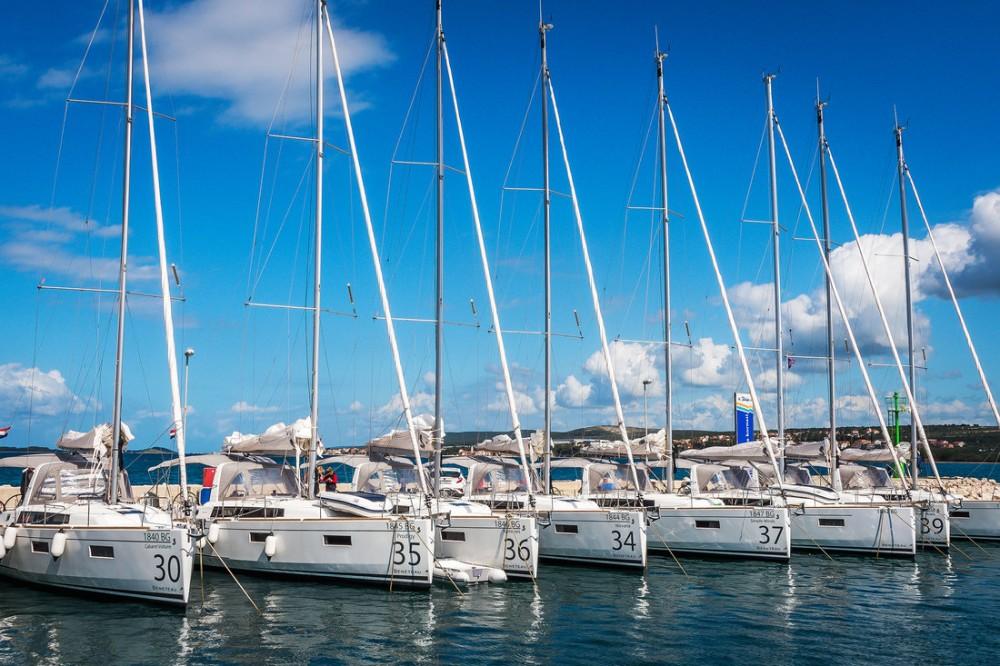 Bénéteau Oceanis 38.1 entre particuliers et professionnel à Croatie