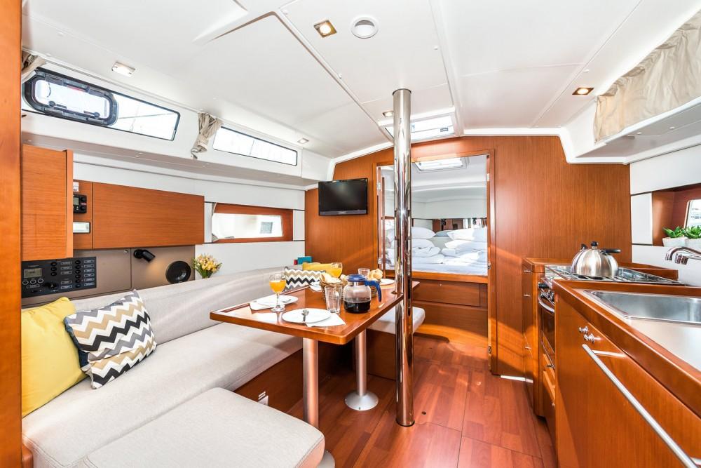 Location bateau Bénéteau Oceanis 38.1 à Croatie sur Samboat