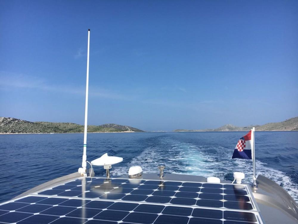 Louer Bateau à moteur avec ou sans skipper Grginic-Jahte à Croatie