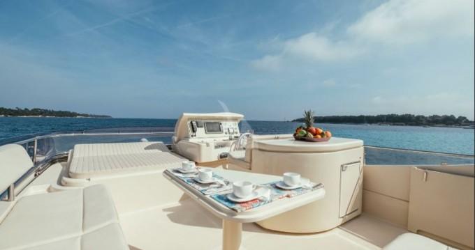 Ferretti Altura 690 entre particuliers et professionnel à Cannes