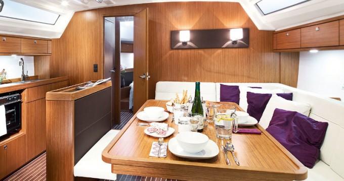 Louez un Bavaria Bavaria 47 Cruiser à Rhodes