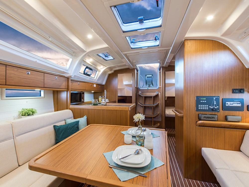 Louez un Bavaria Bavaria Cruiser 37 à Rhodes