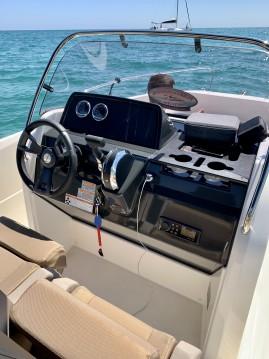 Louez un Quicksilver Activ 605 Open à Sitges