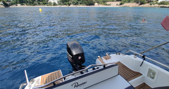 Location Bateau à moteur Ranieri avec permis