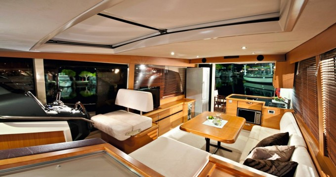 Louer Bateau à moteur avec ou sans skipper Greenline à Porto