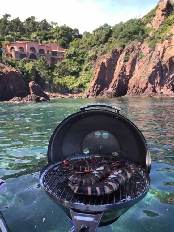 Location bateau Four Winns Vista 248 à Mandelieu-la-Napoule sur Samboat
