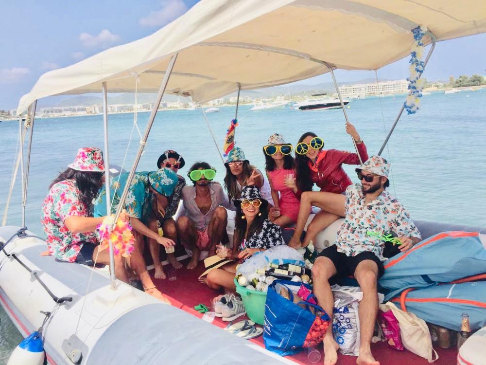 Semi-rigide à louer à Ibiza au meilleur prix