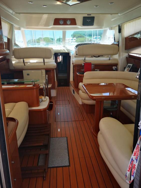 Location bateau Le Grau-du-Roi pas cher Prestige 460 Fly