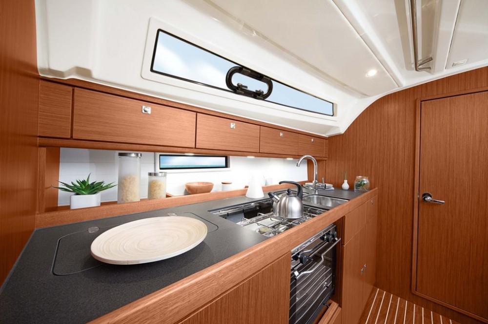 Louez un Bavaria Bavaria Cruiser 41S à Pirovac