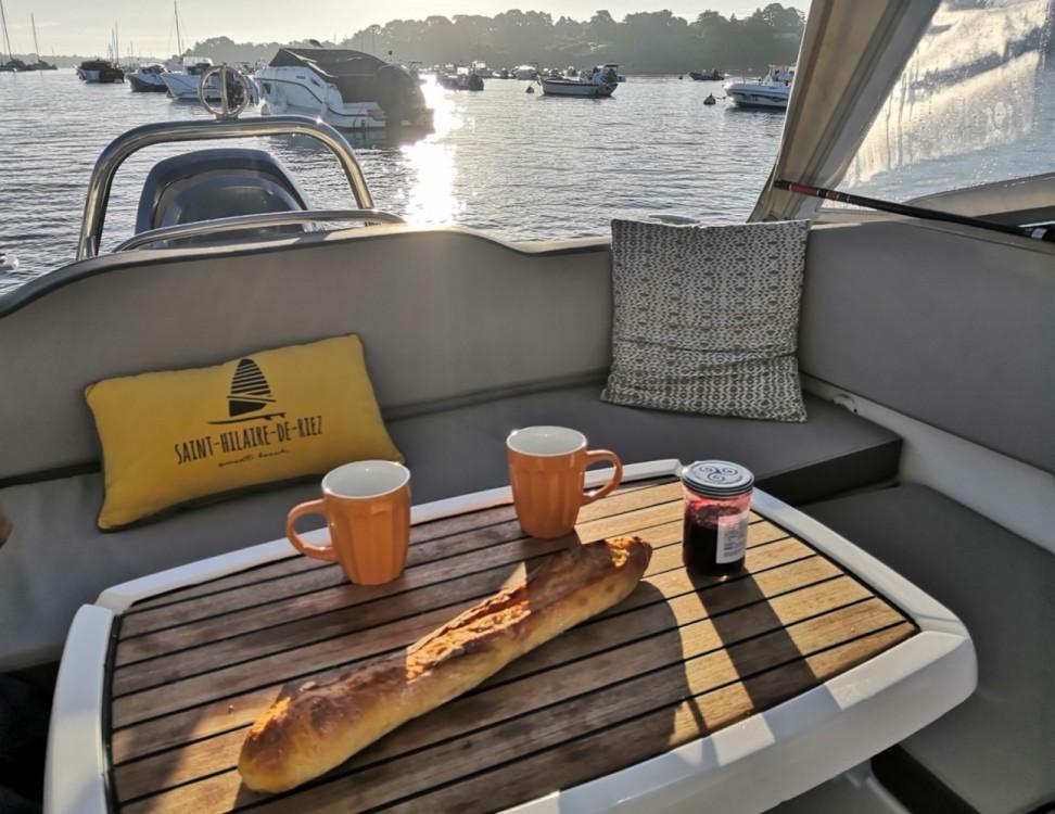 Louer Bateau à moteur avec ou sans skipper Jeanneau à Saint-Gilles-Croix-de-Vie