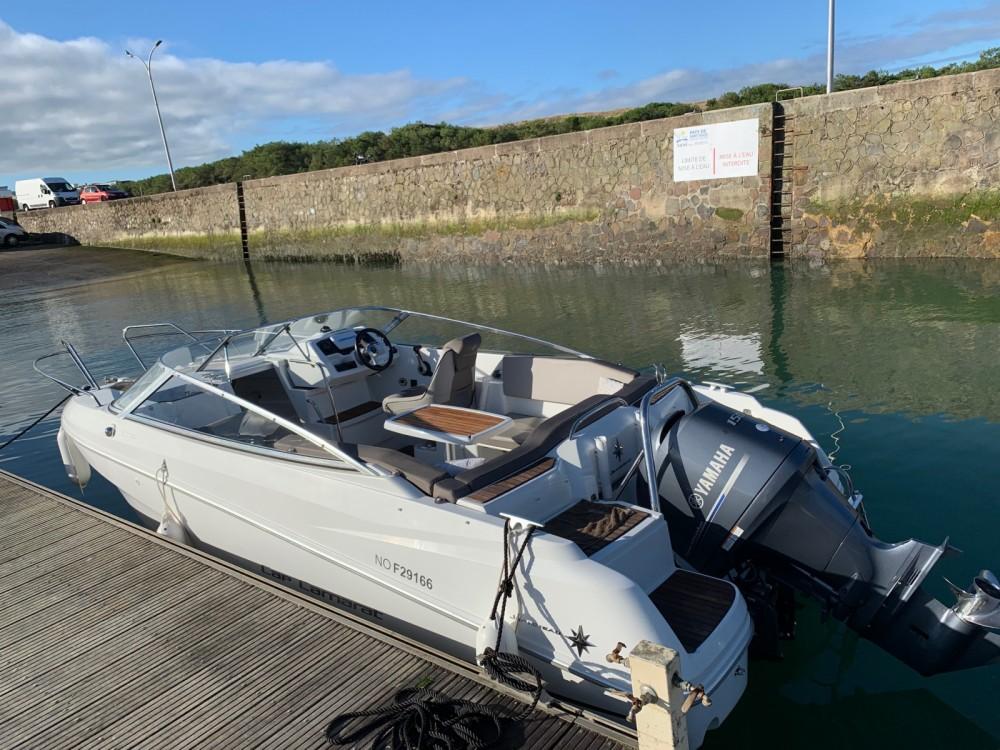 Location bateau Jeanneau Cap Camarat 6.5 DC Serie 2 à Saint-Gilles-Croix-de-Vie sur Samboat