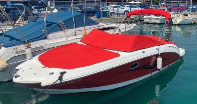 Location bateau Chaparral Sunesta 244 à Annecy sur Samboat
