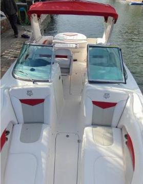 Louer Bateau à moteur avec ou sans skipper Chaparral à Annecy