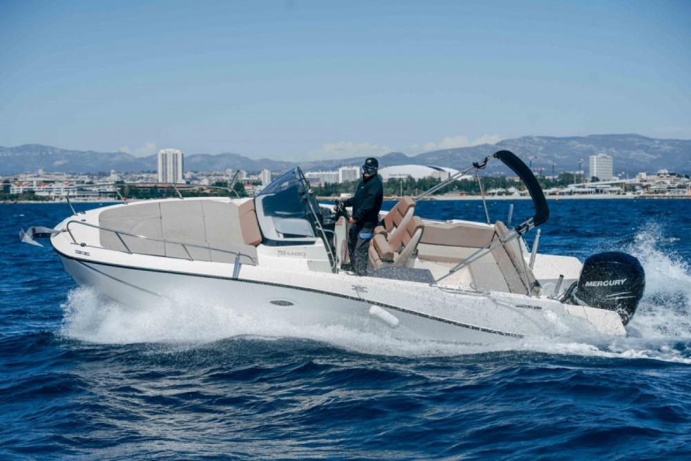 Location bateau Marseille pas cher Activ 755 Sundeck