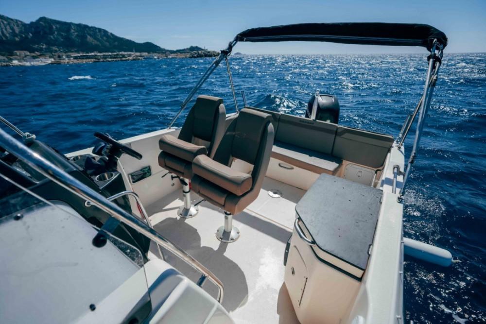 Location bateau Quicksilver Activ 755 Sundeck à Marseille sur Samboat